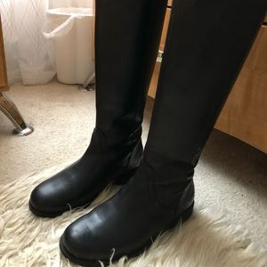 Black uggs boot